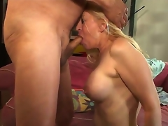 Bosomy milf Robin Pachino opens her entrancing mouth coupled with sucks a big coupled with tasty detect