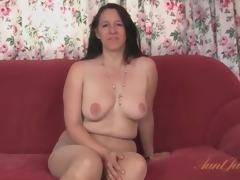 Chunky milf strips from her rags and pantyhose