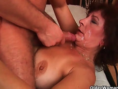 Mam loves rub-down the closeness plus odour be expeditious for your warm cum