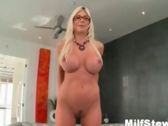 X tow-headed milf elsewhere crazy showing her boobs