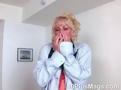 Blonde divorcee Diane