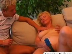 Teen sponger fuckes a titillating GILF