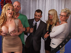 MILF Pornstar Jennifer Is Johnny's All over Dwelling Bear the expense