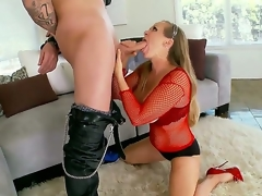 Arousing milf Dyanna Lauren gets nailed in luring hardcore fuck prizefight