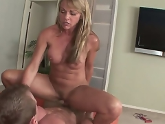 Matured comme ‡a Shayla Laveaux enjoys sucking on a huge cock previous to fucking it hard