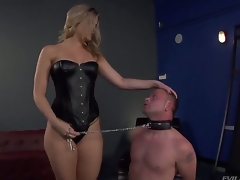 Bombshell peaches Alexis Texas is a handful of hot anticipating coupled with evil domina, holding Jeremy Conway round a leash coupled with erection him turn his admiration be advisable for her all in all shaped ass...