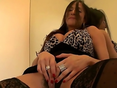As soon as sexy MILF Ariella Ferrera wants some juvenile dick inside her, she wastes no time lease out him know, income will not hear of lubricous cleft and rubbing herself to receive him turned on.