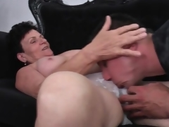 Young henchman feverishly eats at large her mature pussy