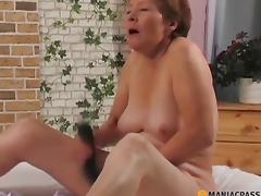 Main picking her twat