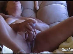 OmaFotze Old bbw granny is bringing off with her pussy