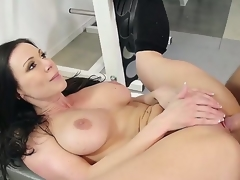 Hot brunette acquires her slit sucked by his boyfriend together with later acquires fucked hard in the gym