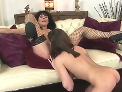 Sympathetic youthful hottie Nelly Sullivan and their way patriarch brunette hair milf Regina anent the fake