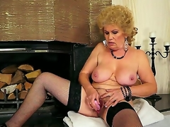 Hardcore personate with a sexy granny Effie who permeates her queasy hole with a toy