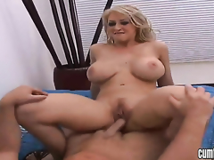 Blonde Sweetmeats Manson hither big boobs together with shaved bush kills time dildoing her muff woman of easy virtue of webcam