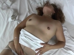 Solo maw in beat-up pantyhose masturbates