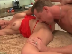 Cocksucking housewife in gorgeous big hallow muffins