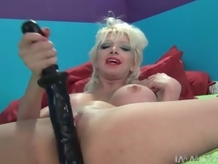 Milf at hand whore makeup fucks her pussy anent a large knick-knack