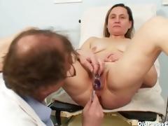 Older Jaroslava gyno speculum pussy checkup handy gyno clinic