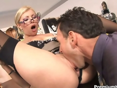 Rendezvous slut Donna Bell receives rammed