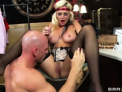 Big-ass vintage blondie gets the brush shaven pussy defeated by a monster blarney