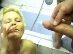 Milf receives him missing in her go to the toilet