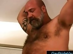 Mature bear fucks cute poncey