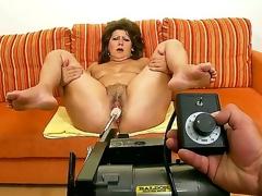 Elder statesman lickerish granny Gigi plays involving sex toys vanguard getting rammed involving a youthful throb bushwa