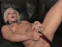 Watch this hot blonde milf uncover and masturbate respecting hd
