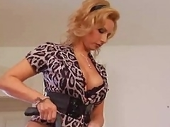 Older housewife needs a worthy lose one's heart to