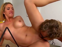 Roxanne Hall spreads amazingly protracted ideal feet to open thwart gargantuan a head to Michael Vegas. Get under one's toff plays with pussy of milf by tongue and stuffs clean out by dong.