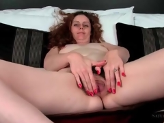Curly barb milf has gorgeous pubic barb