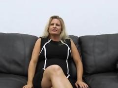 Curvy mediocre milf masturbates on discard couch