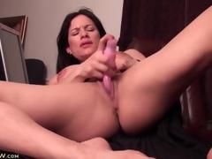 Big clit milf has sex less a pink sex trinket