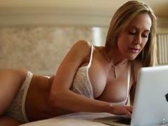 Hot stranger fucks Brandi Love's MILF salacious cleft