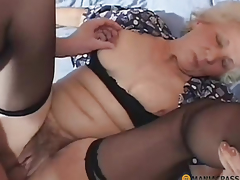A woman with a hairy pussy fucked on get under one's Davenport